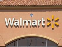 Teken Walmart in de voorsteden Stock Afbeelding