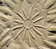 Tekening van de zon op het zand stock fotografie
