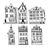 Tekening van een reeks uitstekende huizen van de oude stad van Riga, hand-drawn inktillustratie royalty-vrije stock foto