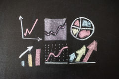 Tekening van grafiek op bord Stock Afbeeldingen