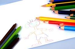 Tekeningen en kleurpotloden stock foto's