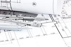 Tekeningskompas, heerser, pen en grafische architecturale plannen Stock Foto's