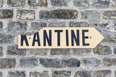 Tekenkantine - kantine - bij een oude bakstenen muur Royalty-vrije Stock Foto's