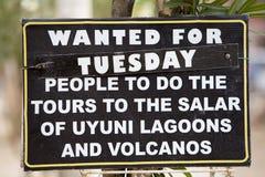 Tekenpost die naar toeristen zoeken om naar de reis van Uyuni te gaan Salar, Royalty-vrije Stock Afbeeldingen