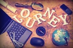 Tekenreis, Laptop, Sleutel, Bol, Kompas, GSM Telefoon, Brief, Ma stock foto