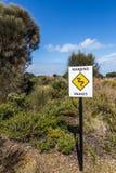 Tekenwaarschuwing over gifslangen in Australië Stock Foto