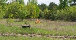 Tekenwaarschuwing van straling en verontreiniging in Tchernobyl Royalty-vrije Stock Foto's
