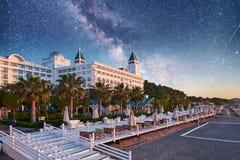 TEKIROVA Turkiet - April 25, 2017 strandhotell Olen Cluses Typunderhållningkomplex Amara Dols Vita Luxury Hotel Royaltyfri Bild
