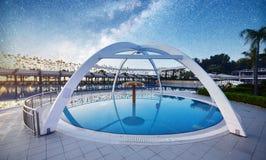 TEKIROVA TURQUIE - 25 AVRIL 2017 : Dactylographiez le complexe de divertissement La station de vacances populaire avec des piscin Images stock
