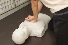 Teknik för instruktörShowing Resuscitation CPR Arkivfoton