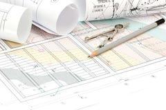 Teknik- och arkitekturteckningar med teckningshjälpmedel Arkivbild