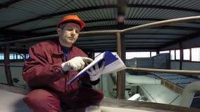 Tekniker Checking Technical Data stock video