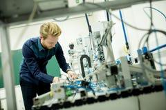 Tekniker i fabriken Royaltyfri Bild