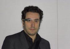Tekniker som bär Google exponeringsglas Arkivbilder