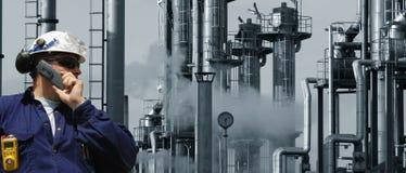 teknikerbränsle inom oljeraffinaderi Royaltyfri Fotografi