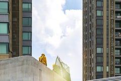 Teknikerer som har uppsikt över byggnationen arkivbilder