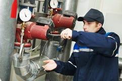 teknikeruppvärmningsrepairman arkivfoto