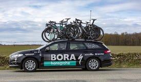 Teknisk bil av Bora Hansgrohe Team - Paris-Nice 2018 arkivfoton