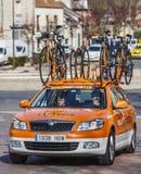 Teknisk bil av Euskaltel-Euskadi som cyklar laget Fotografering för Bildbyråer