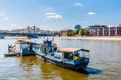 Tekniska arbeten på Moskvafloden Arkivfoton