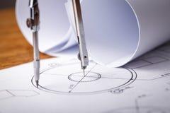 tekniska teckningar Projekt vid blyertspennan på papper teckning för författaredetaljdraw mig hjälpmedel Royaltyfria Bilder