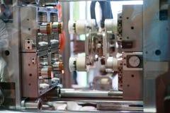 Tekniskt avancerad plast- industriell flasktillverkning Arkivfoton