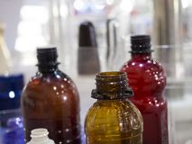 Tekniskt avancerad plast- industriell flasktillverkning Royaltyfria Bilder
