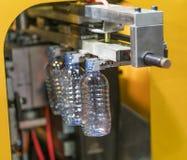 Tekniskt avancerad plast- industriell kopptillverkning Fotografering för Bildbyråer