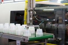 Tekniskt avancerad plast- industriell kopptillverkning Arkivfoton