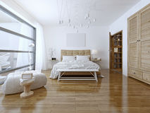 Tekniskt avancerad stil för rymligt sovrum Royaltyfri Foto