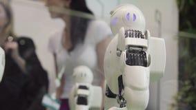 Tekniskt avancerat framtids- och vetenskapsbegrepp Smart dansa för Humanoidrobotar Dansrobotar Framtida teknologibegrepp royaltyfri foto