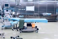 Tekniskt avancerat kirurgiskt fungeringsrum Arkivfoto