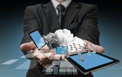 Teknologi i händerna Arkivbild