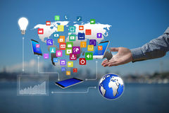 Teknologi i händerna av affärsmän Arkivbild