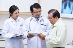 Teknologi i modern medicin Fotografering för Bildbyråer