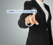 Teknologi, sökandesystem och internetbegrepp Royaltyfria Bilder