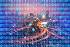 Teknologibakgrund för smart stad med internet av sakerteknologi Royaltyfri Foto