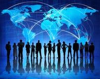 Teknologiförbindande människor världen runt Arkivfoto