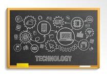 Teknologihandattraktion integrerar symboler ställde in på skolasvart tavla stock illustrationer
