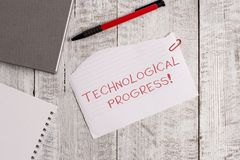 Teknologiskt framsteg f?r handskrifttext Total- process för begreppsbetydelse av sönderrivet papper för uppfinninginnovationdiffu fotografering för bildbyråer