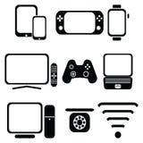 Teknologisymboler ställde in med minnestavlan, mobiltelefonen, den smarta klockan, lekkonsolen, smart tv, spelarestyrspaken för d Royaltyfri Foto
