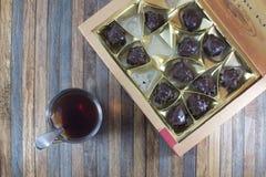Tekopp och uppsättning av choklader Royaltyfri Bild