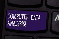 Tekstów dane szyldowa pokazuje Komputerowa analiza Konceptualna fotografia używać komputer pomagać jakościową dane analizy klawia obrazy royalty free