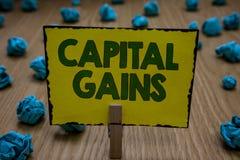 Tekstów szyldowi pokazuje zyski kapitałowi Konceptualna fotografia Spaja część zapasów zysku podatku dochodowego funduszy inwesty fotografia stock