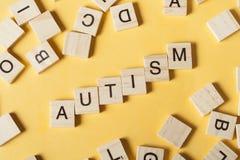 Tekst autyzm na drewnianych sześcianach Drewniany ABC Zdjęcie Royalty Free