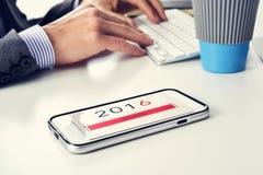 Tekst 2016 begin in een smartphone Royalty-vrije Stock Fotografie