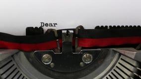 Tekst Beste die Kerstman met de oude schrijfmachine wordt geschreven stock footage