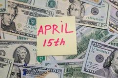 Tekst 15de april met dollar Stock Fotografie