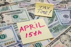 Tekst 15de april met ons dollar Stock Fotografie