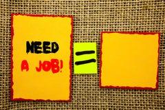 Tekst die Behoefte een Baan tonen Werkloos die de Arbeidersonderzoek van de bedrijfsfoto demonstratiewerkloosheid naar Carrière o royalty-vrije stock foto